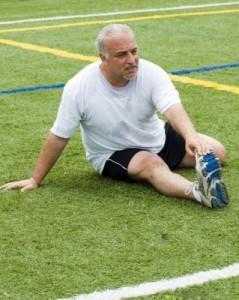 Hombre con efectores de ejercicio