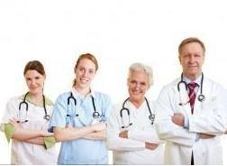 doctores y médicos sonrientes
