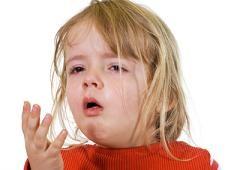 Niña pequeña con gripe (aislada)