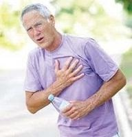 Hombre con respiración y dolor en el pecho