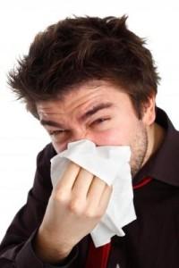 Joven con congestión nasal